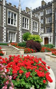 Middle Temple Hall v londýnském Temple. Dříve sídlo templářů, dnes se tu vzdělávají právníci.