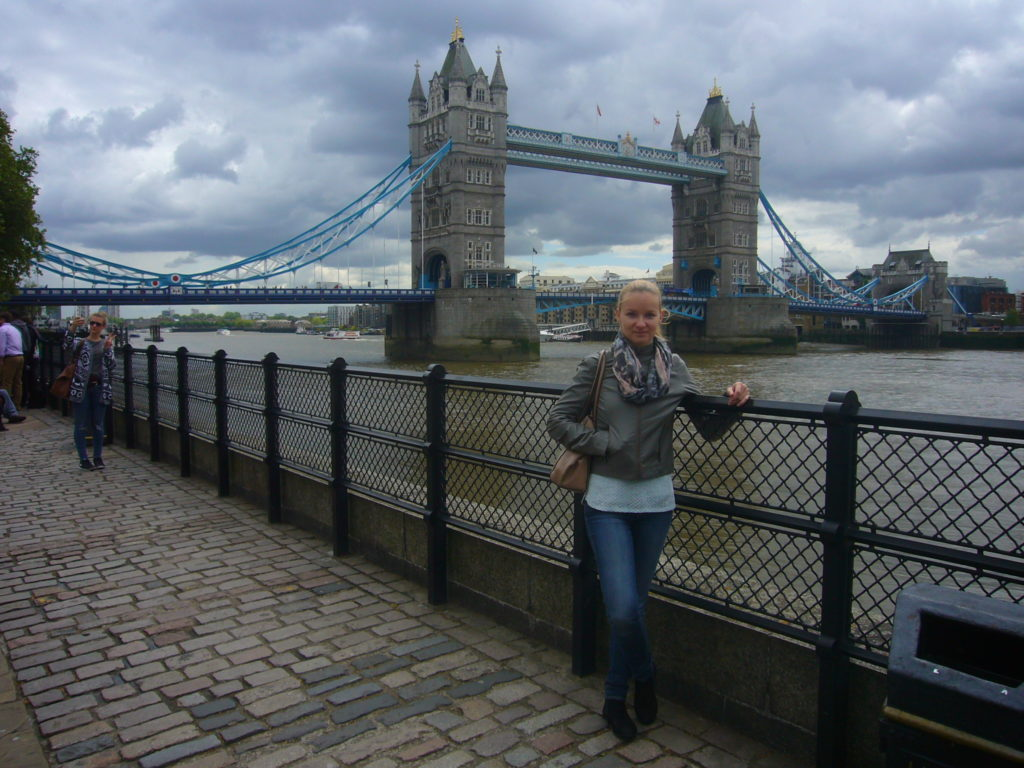 Adéla Barošová u Tower Bridge